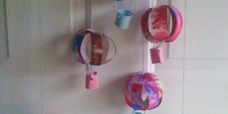 Kid's Craft / Mommy Craft: Hot Air Balloon Mobile